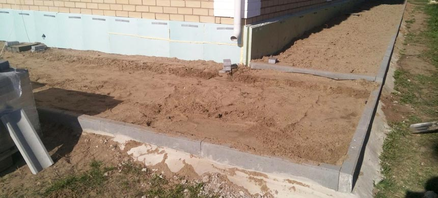 Отмостка вокруг дома глина