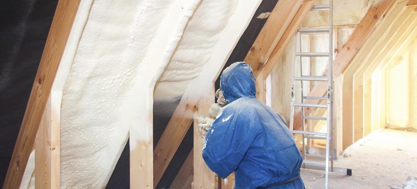 Утеплить крышу дома пеноизолом