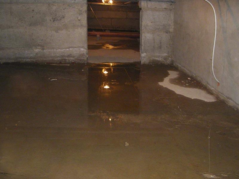 Вода в подвале частного дома